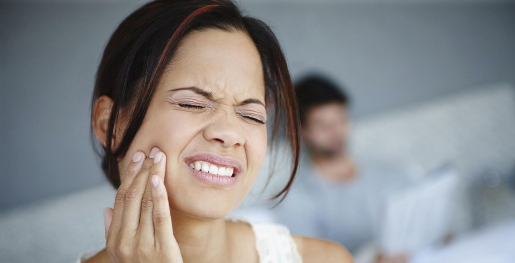 woman in tooth pain